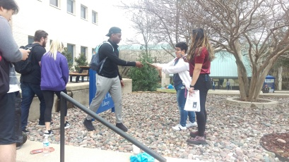 Senior psychology major Paola Estrada assists students with taking photos during TAG Day. Photo by Hannah Onder